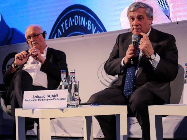 Președintele-Parlamentului-European-Antonio-Tajani-în-dialog-cu-studenții